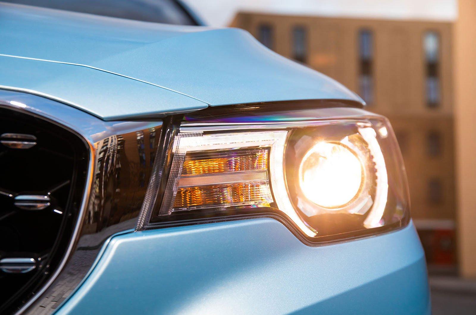 MG ZS Electric headlights
