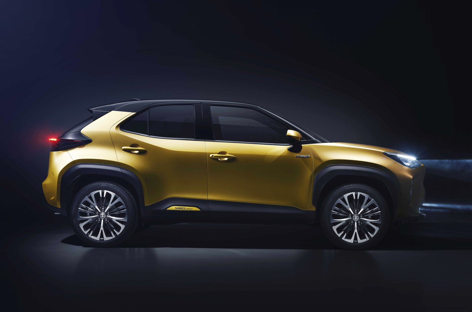 2021 Toyota Yaris Cross side studio