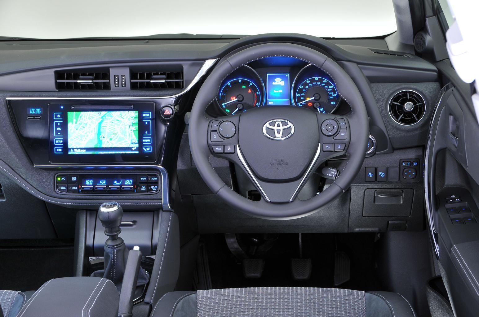 Toyota Auris Hybrid - interior