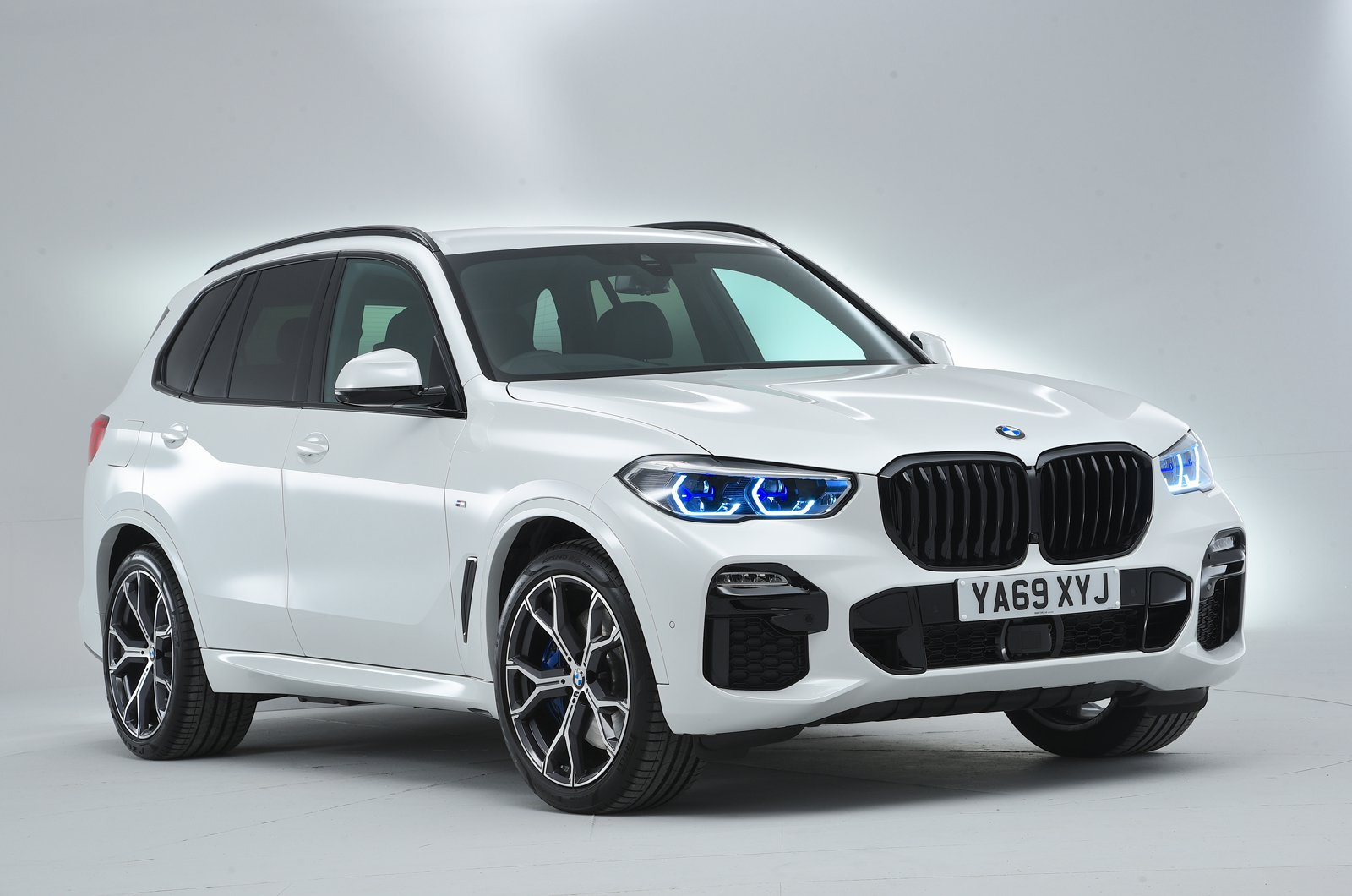 BMW X5 45e front studio - 69-plate car