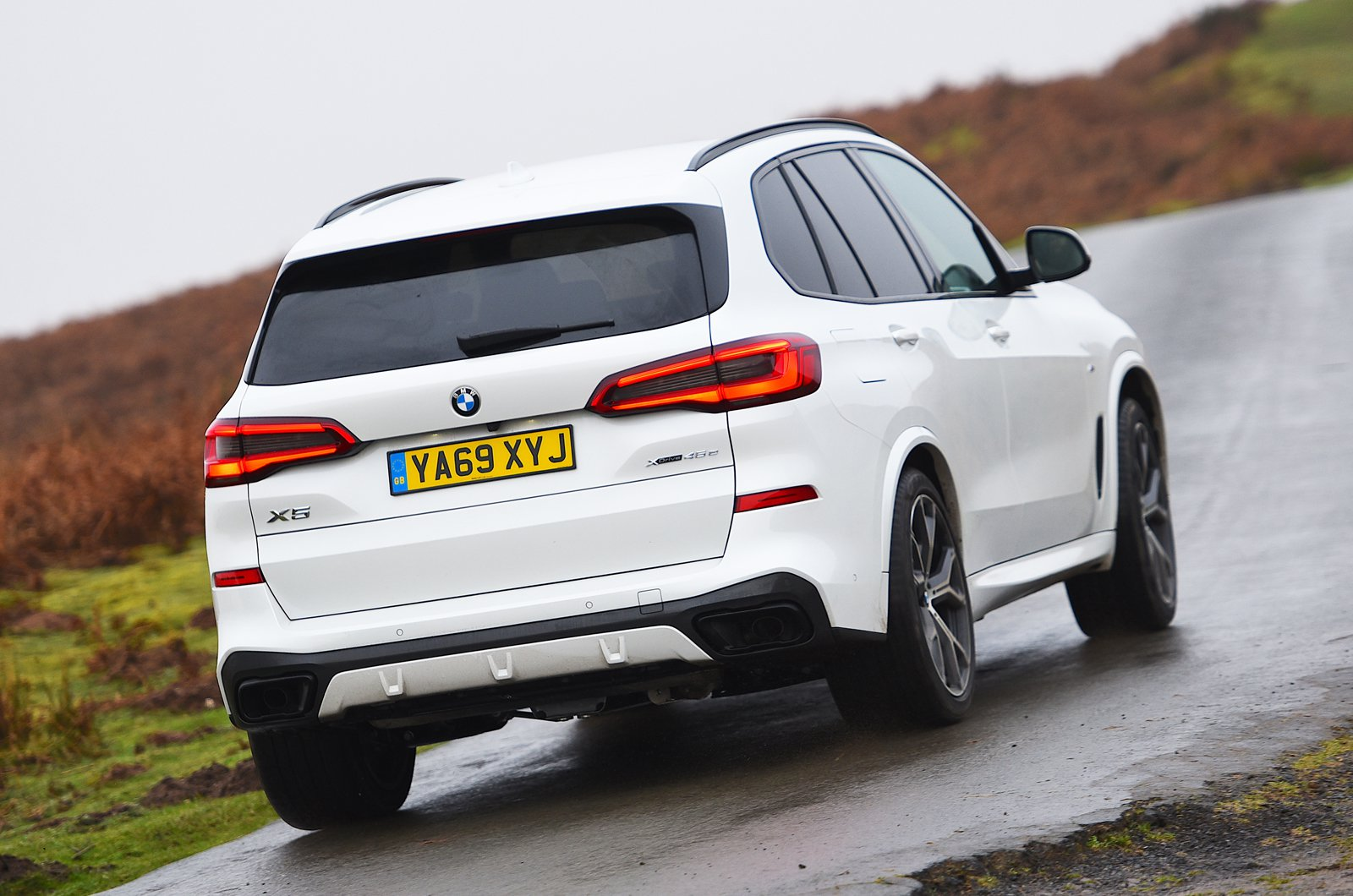 BMW X5 45e rear cornering - 69-plate car