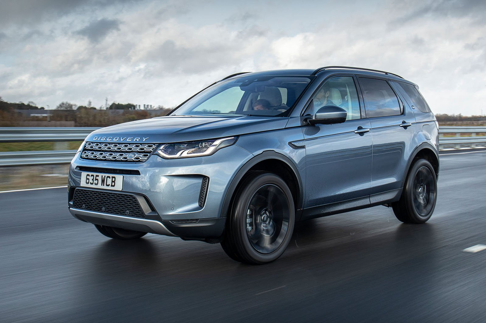 2020 Land Rover Discovery Sport P300e front