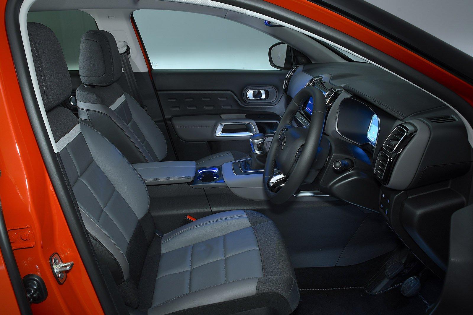 Citroen C5 Aircross 2020 front seats
