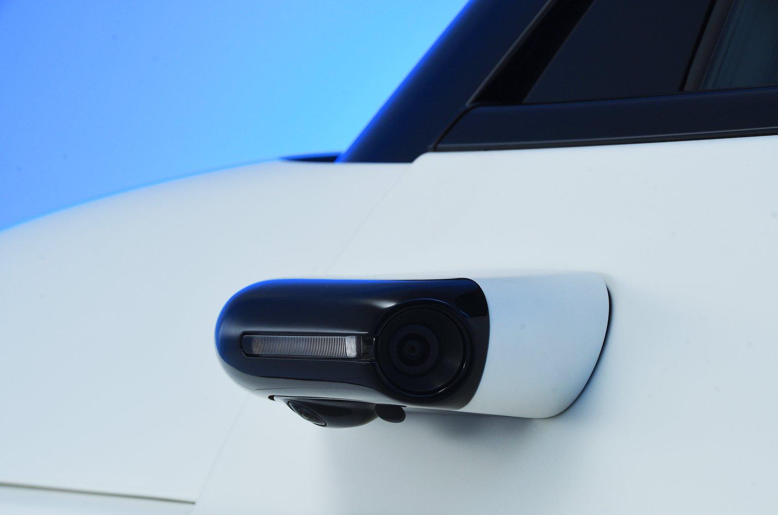 Honda E reader test team - door camera