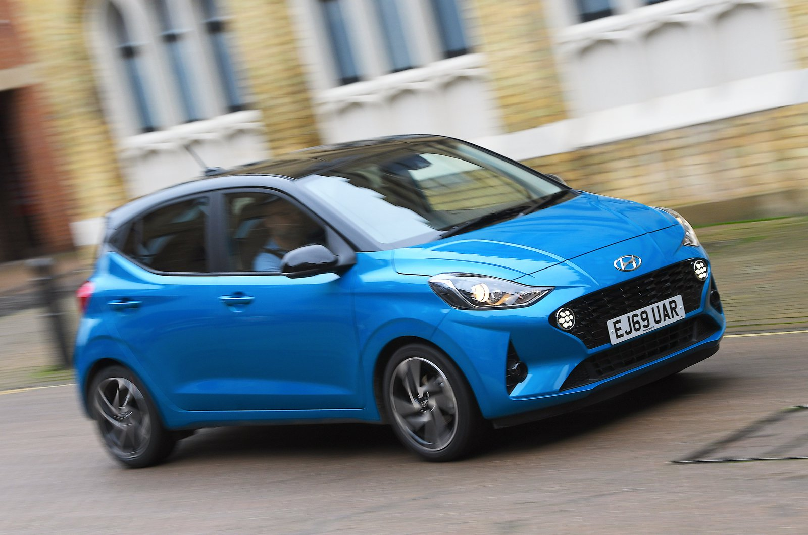 Hyundai i10 front tracking - 69 plate