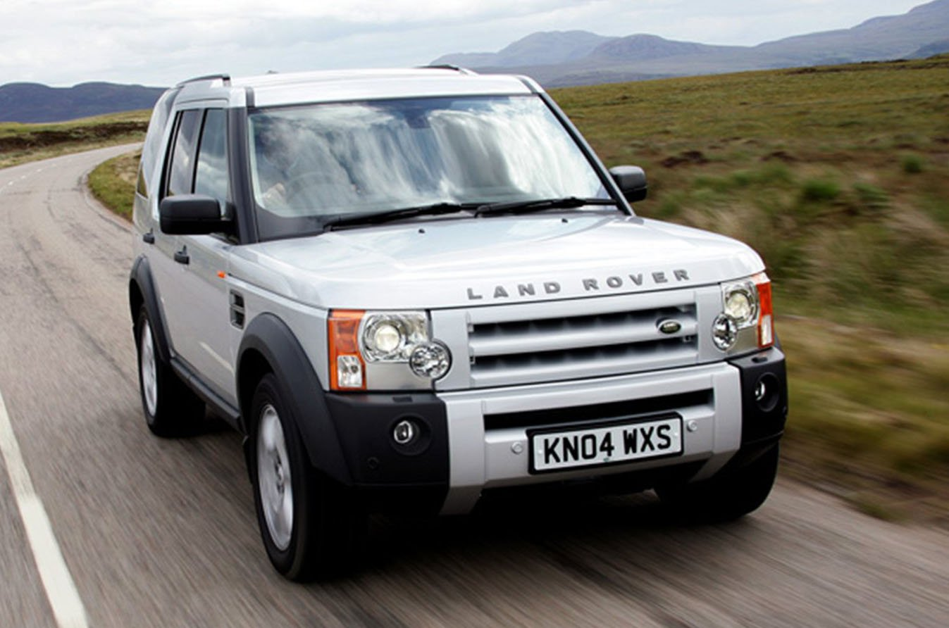 Land Rover Discovery 3 front tracking - silver 04-plate car