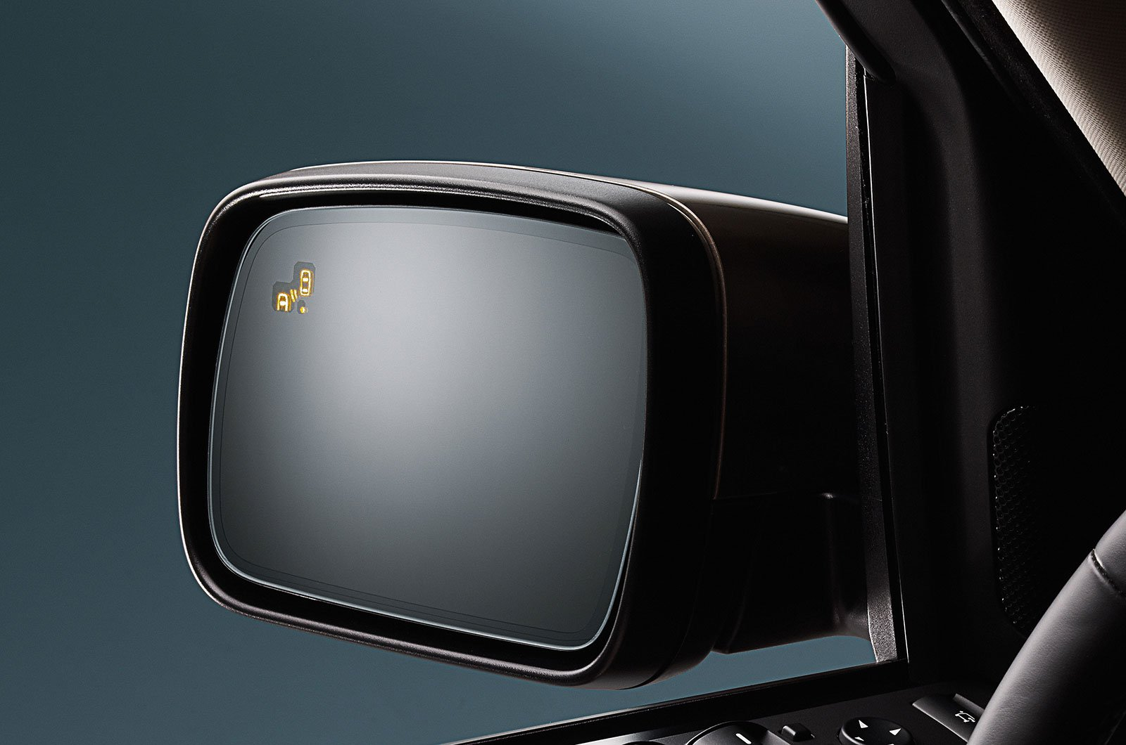 Land Rover Discovery Sport blind spot monitoring system