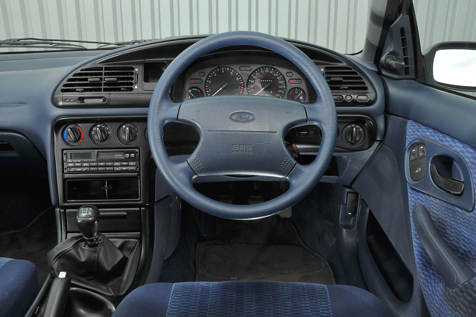 Ford Mondeo 1993 RHD dashboard