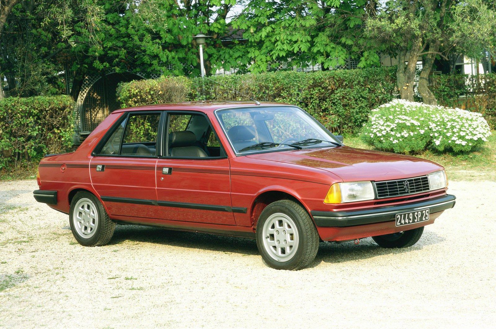 Peugeot 305 saloon front