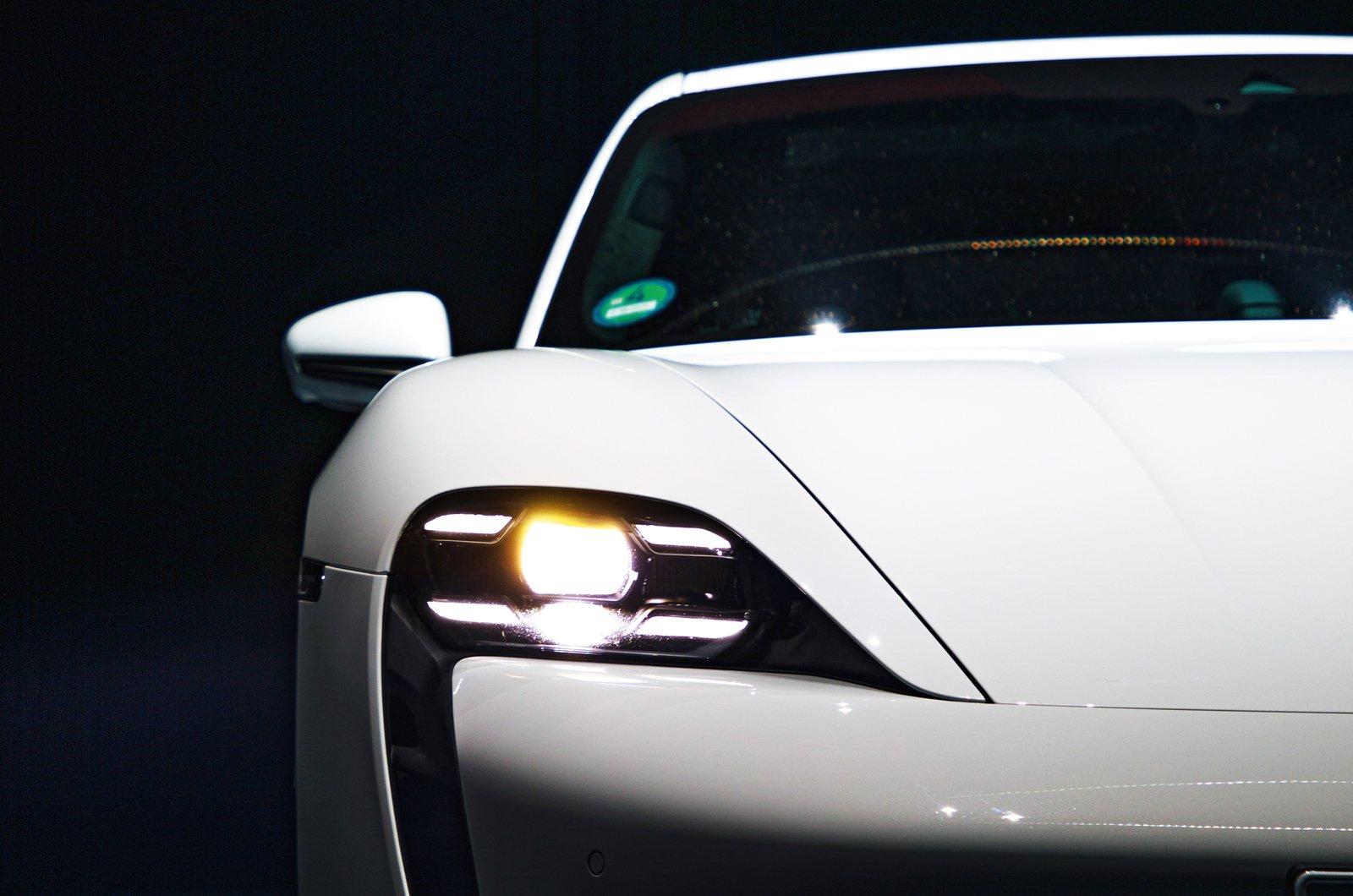 Porsche Taycan reader test team - nose