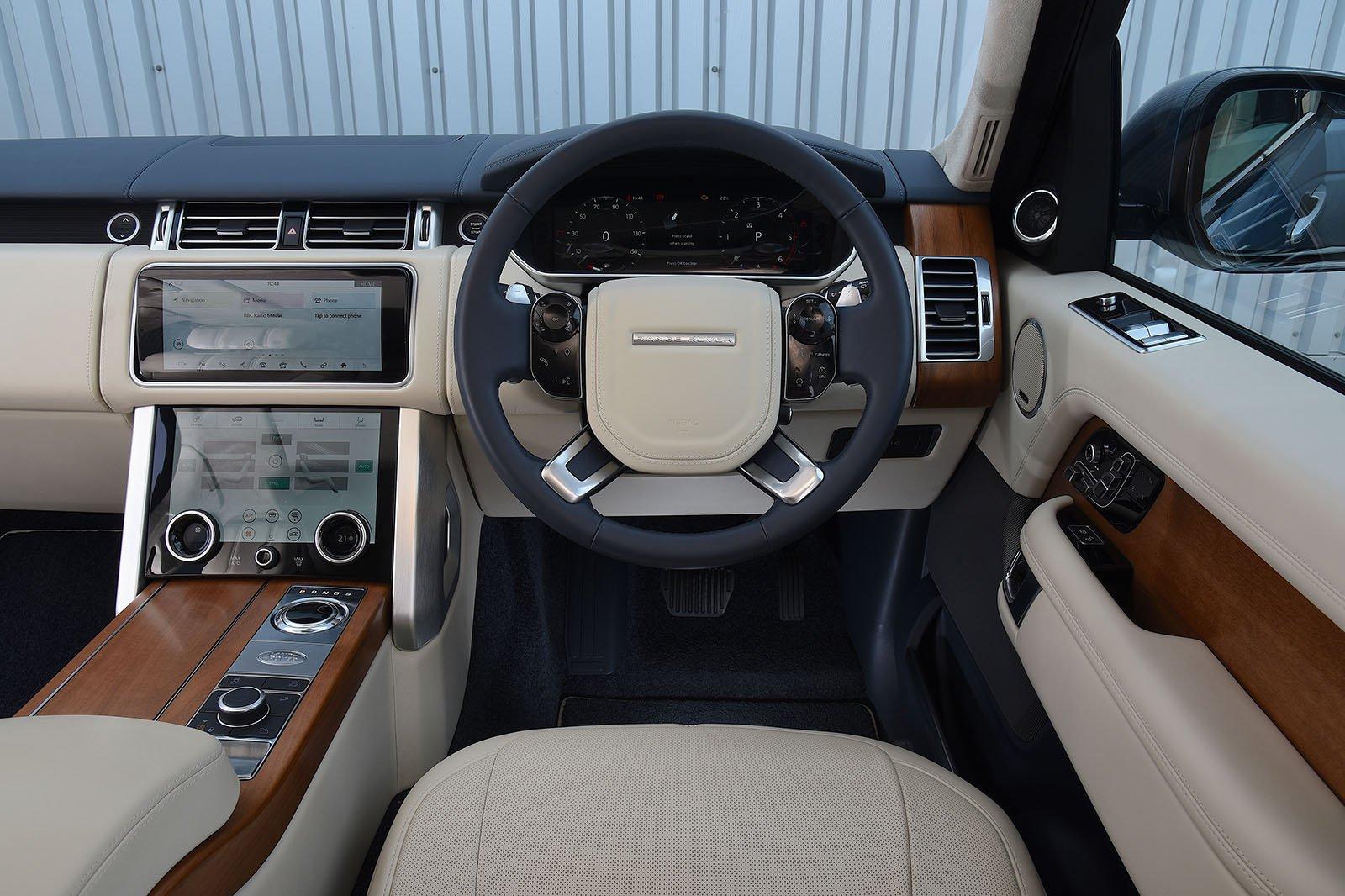 2020 Range Rover P400 dashboard