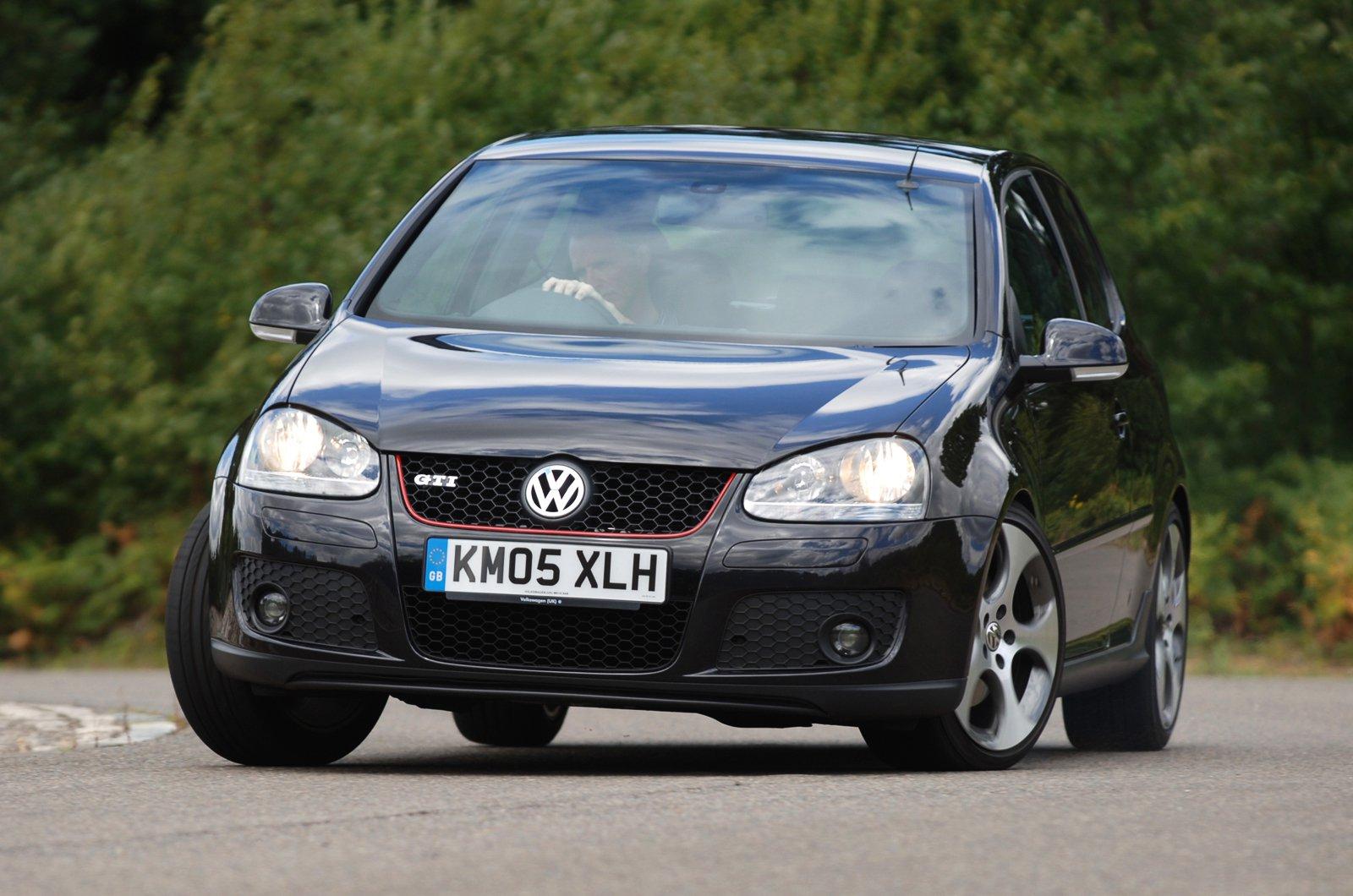Volkswagen Golf GTI Mk5 front cornering