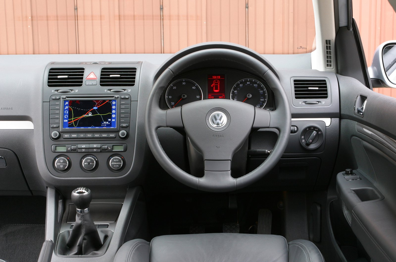 Volkswagen Golf Mk5 dashboard