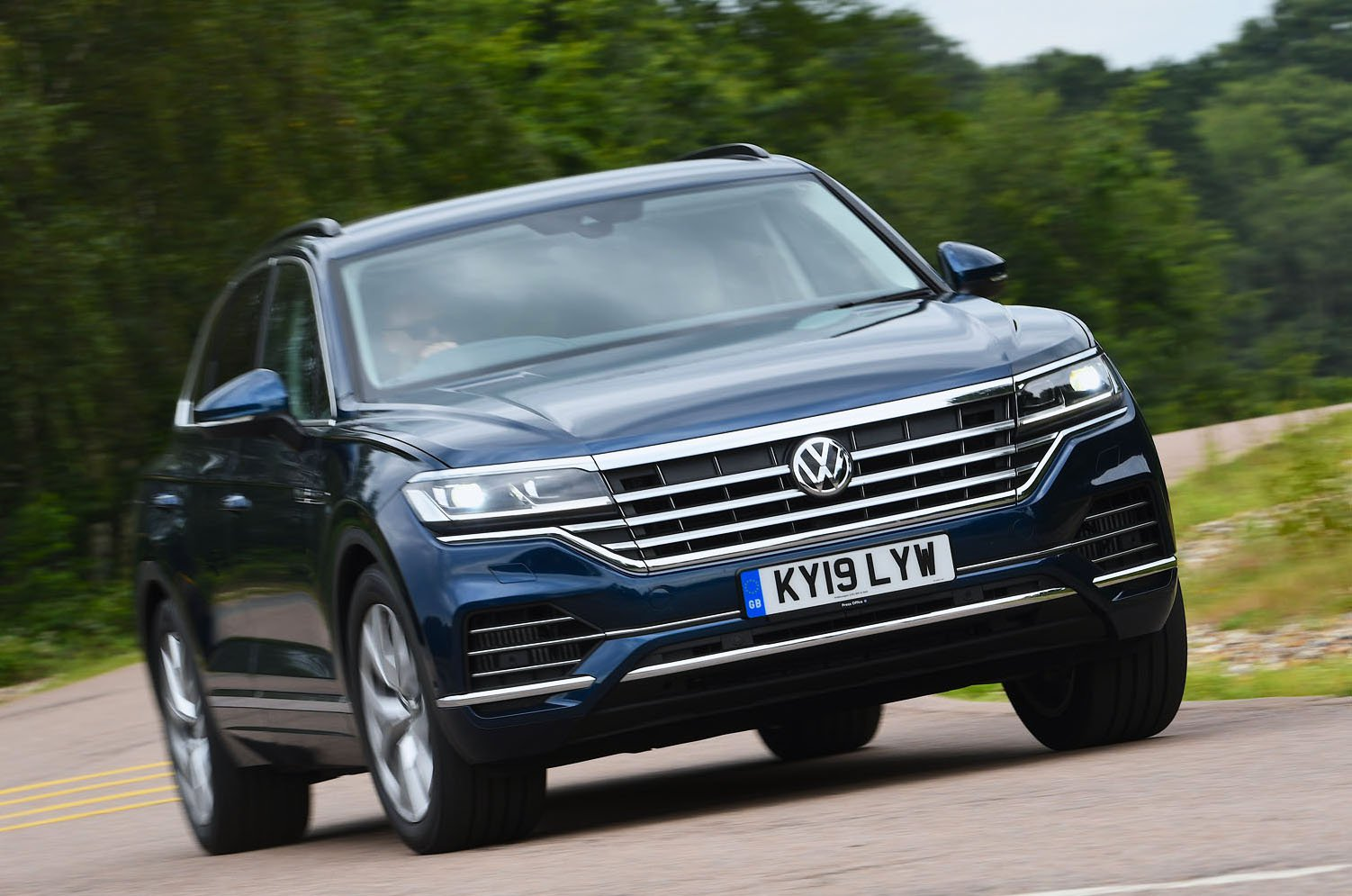 Volkswagen Touareg front - 19 plate