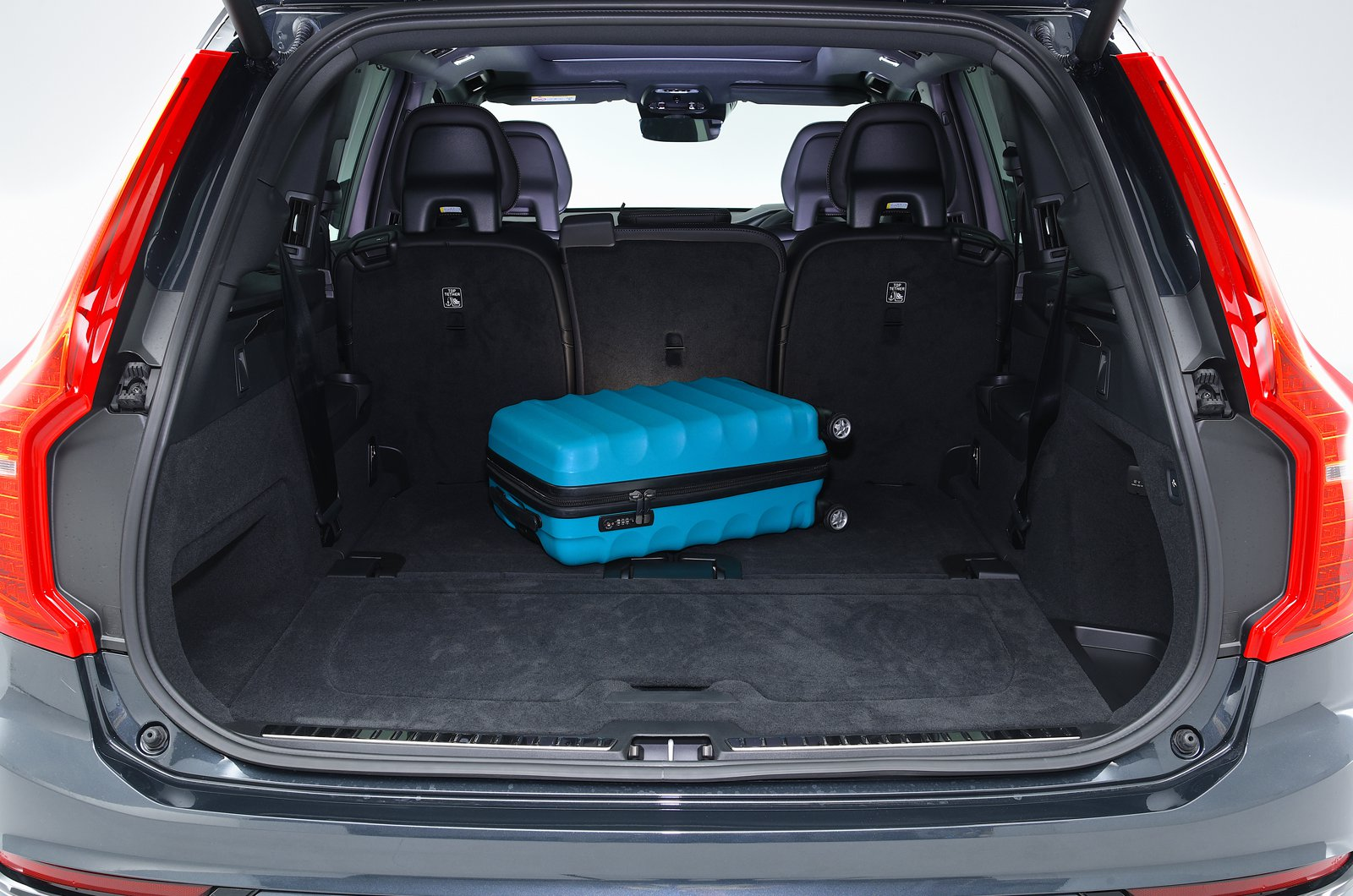 Volvo XC90 T8 boot - 69-plate car