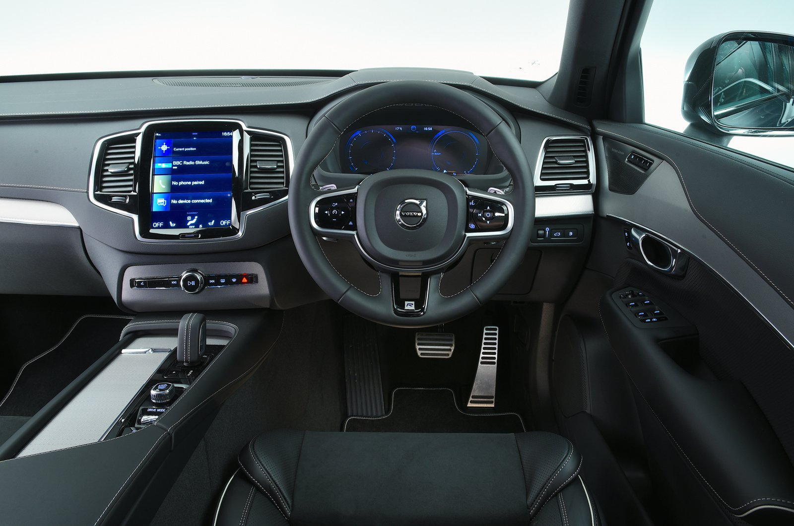Volvo XC90 T8 dashboard - 69-plate car