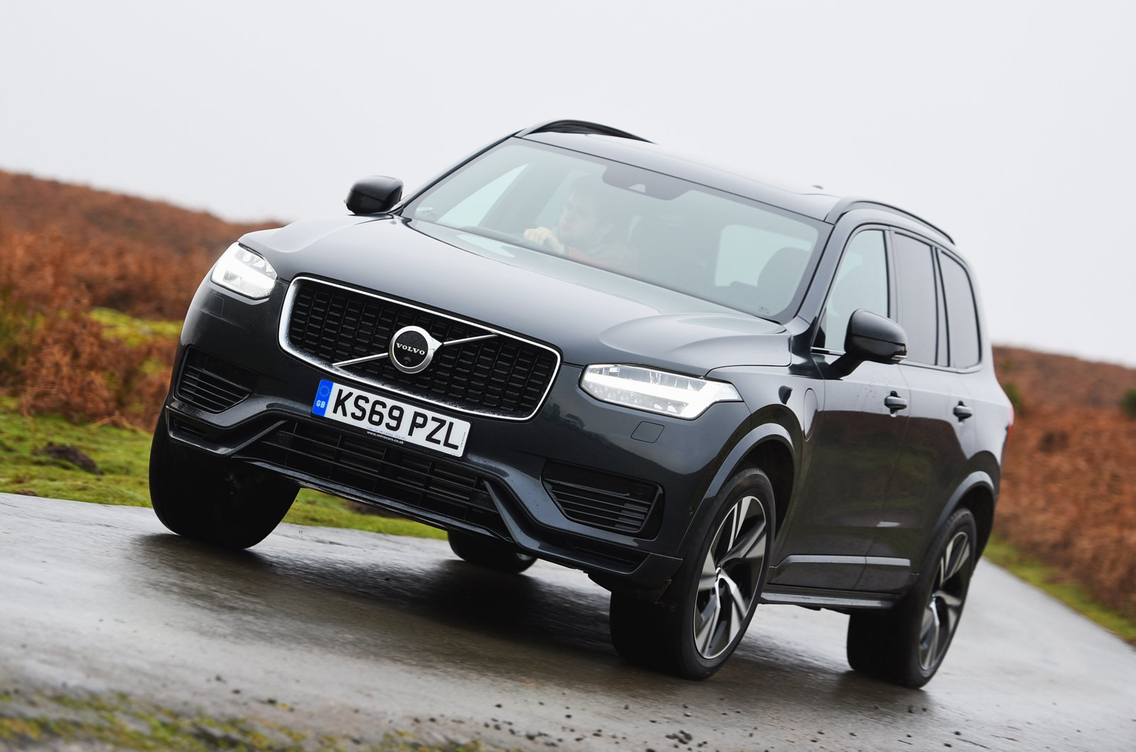 Volvo XC90 T8 front cornering - 69-plate car