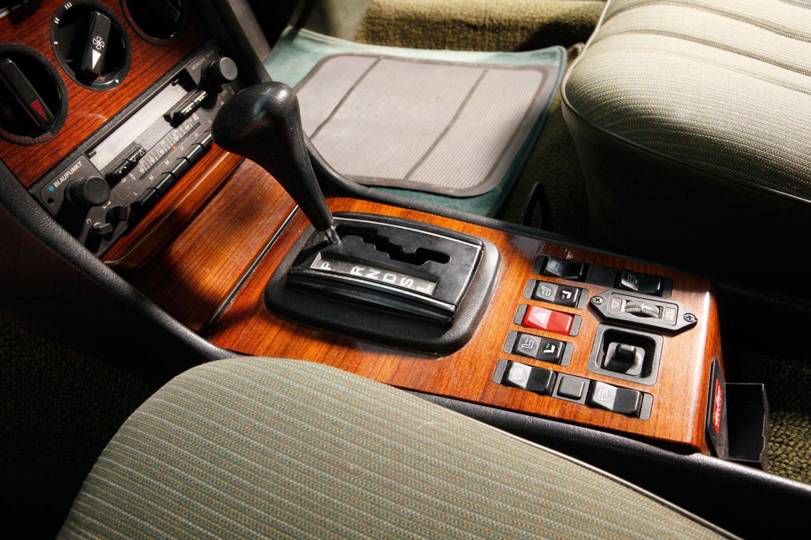 Mercedes W123 centre console