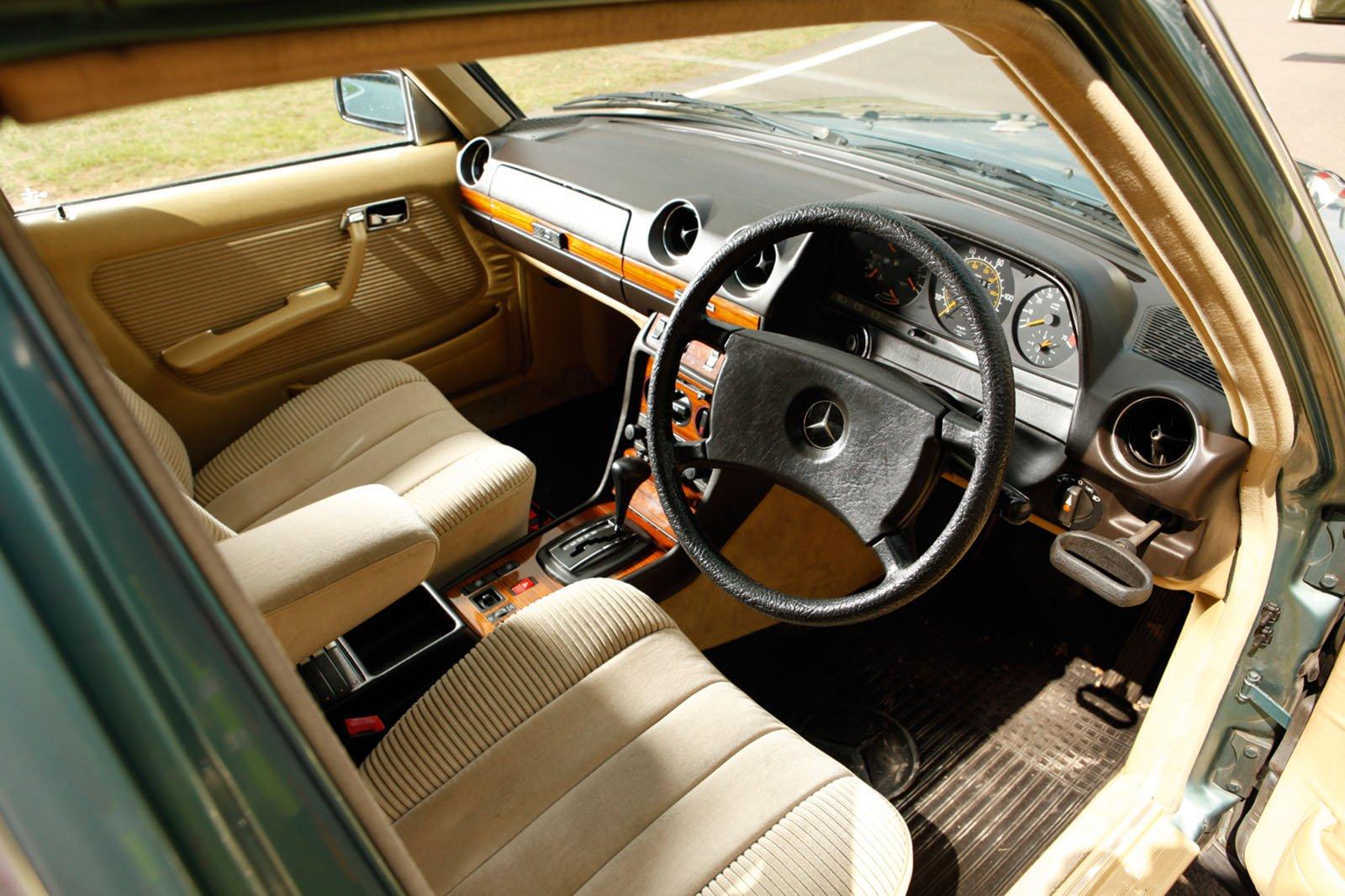 Mercedes W123 dash