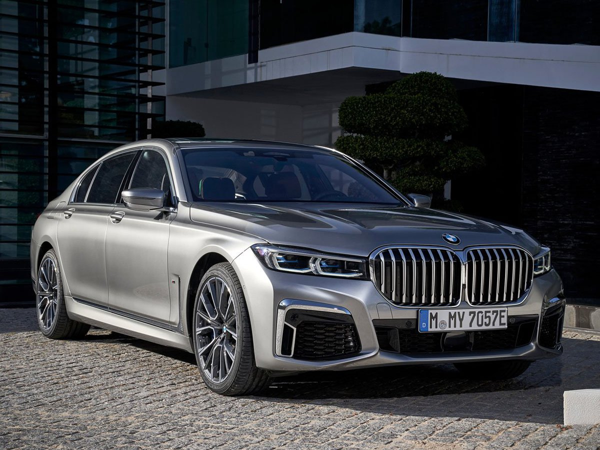Boasting a bolder design and a more refined interior – with more advanced infotainment and driving technology – the BMW 745e got a four-star review in both Autocar and What Car?