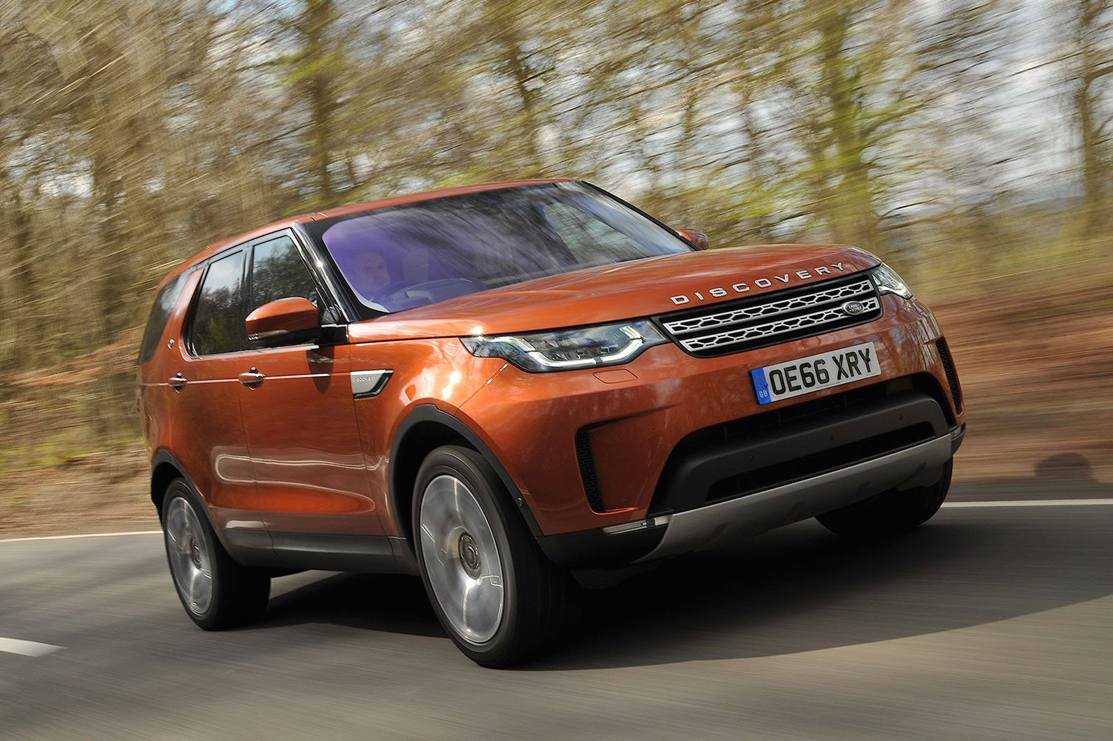 Land Rover Discovery front three quarters