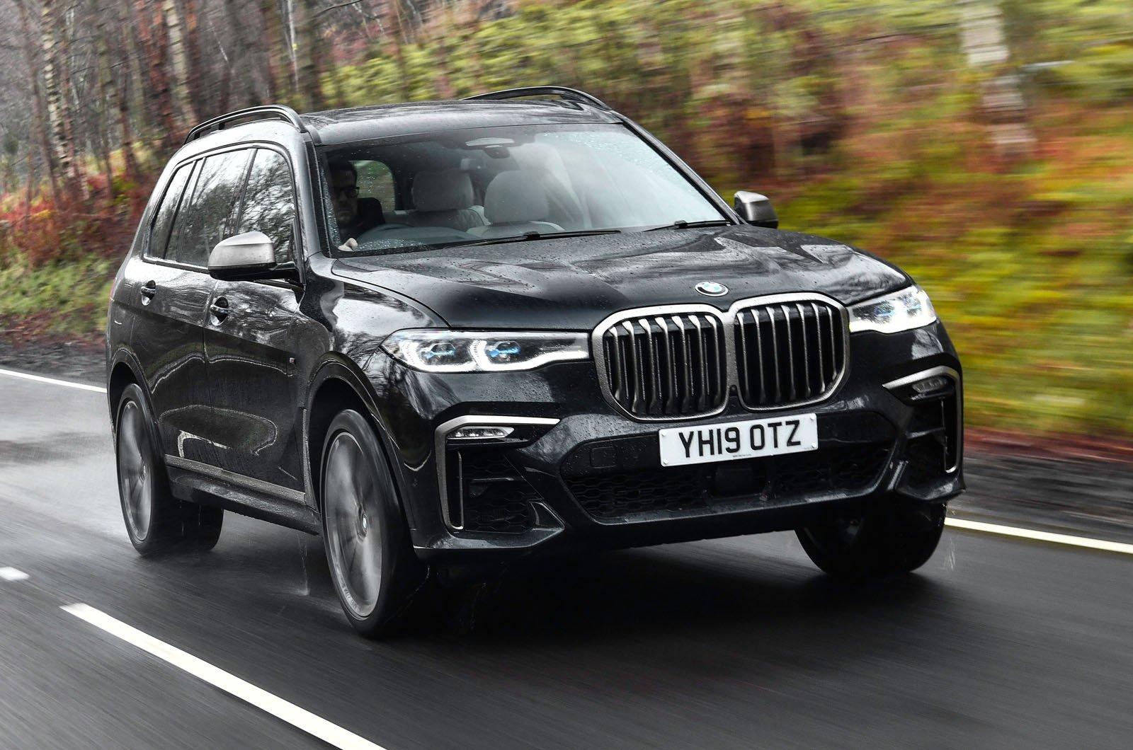 BMW X7 front three quarters