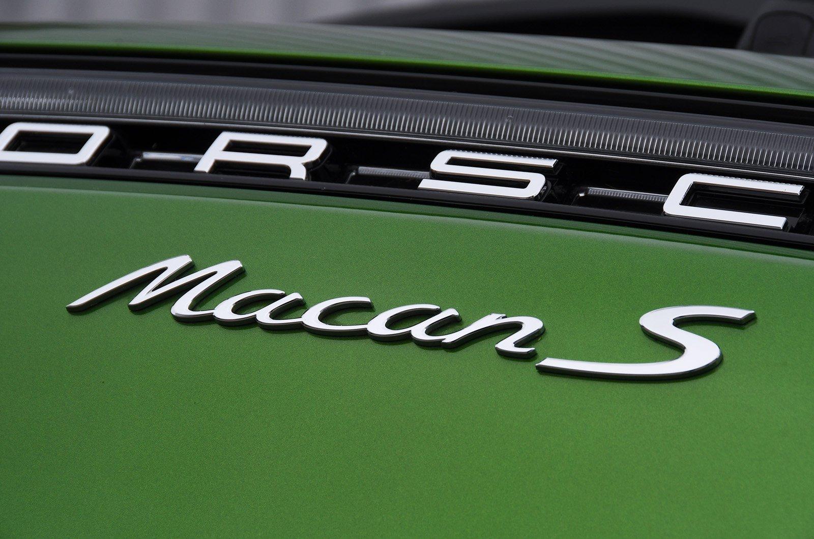Porsche Macan S badge