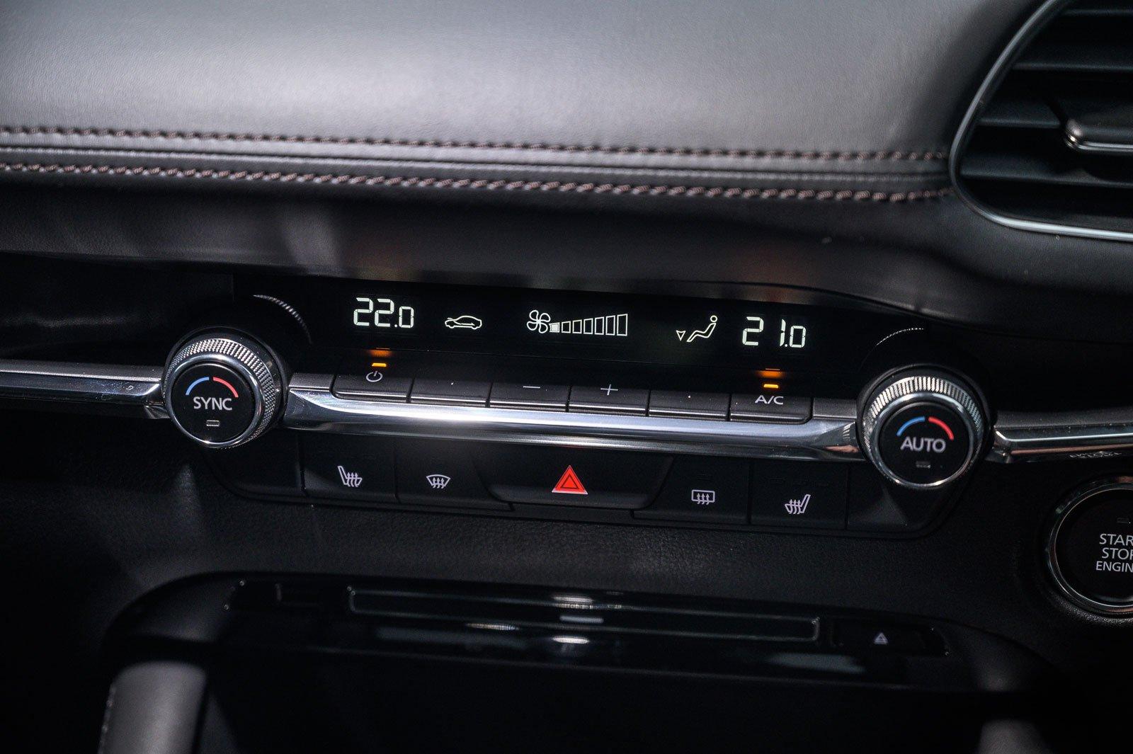Mazda 3 air-con controls