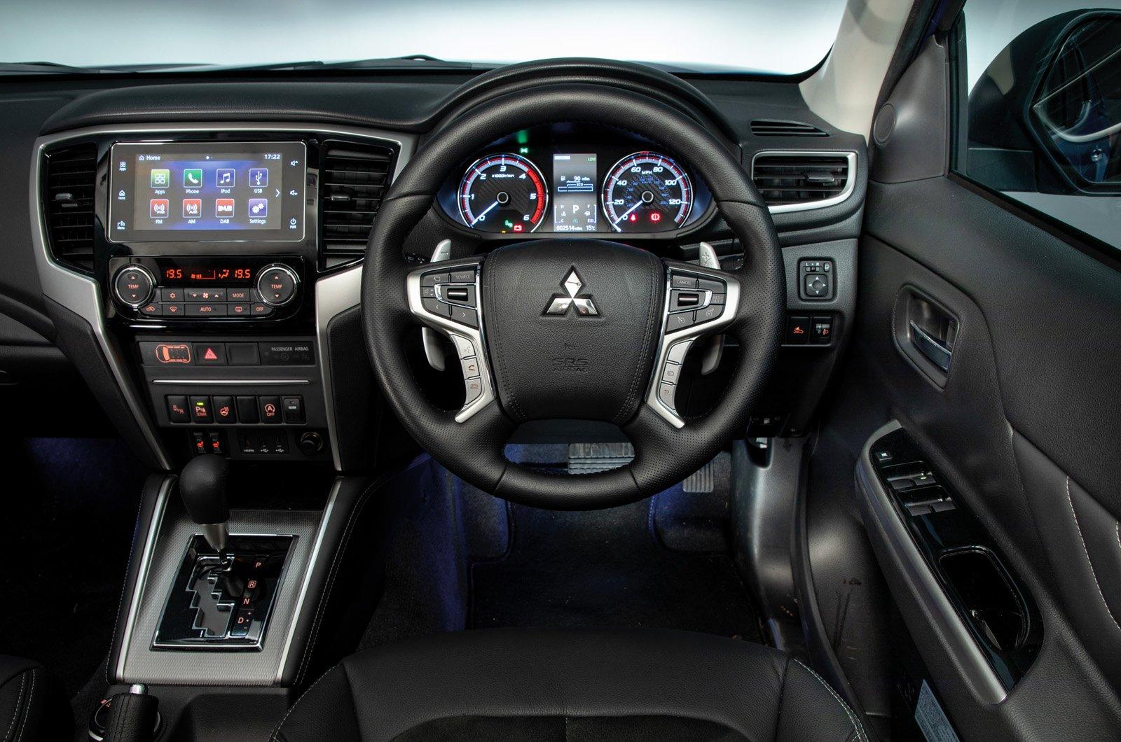 Mitsubishi L200 dashboard - 69 plate