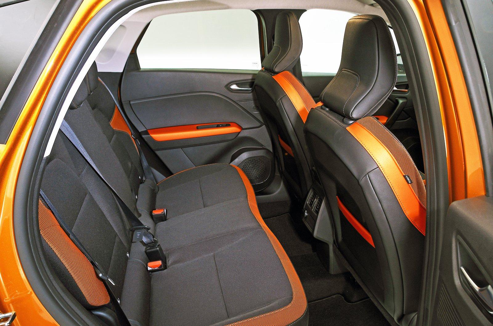 Renault Captur rear seats - orange 69-plate car