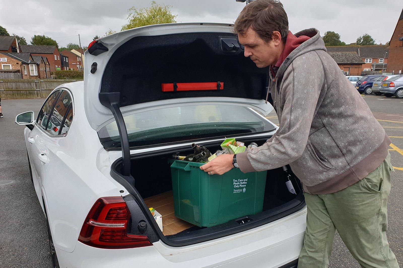 Volvo S60 2019 Chris Haining boot unloading