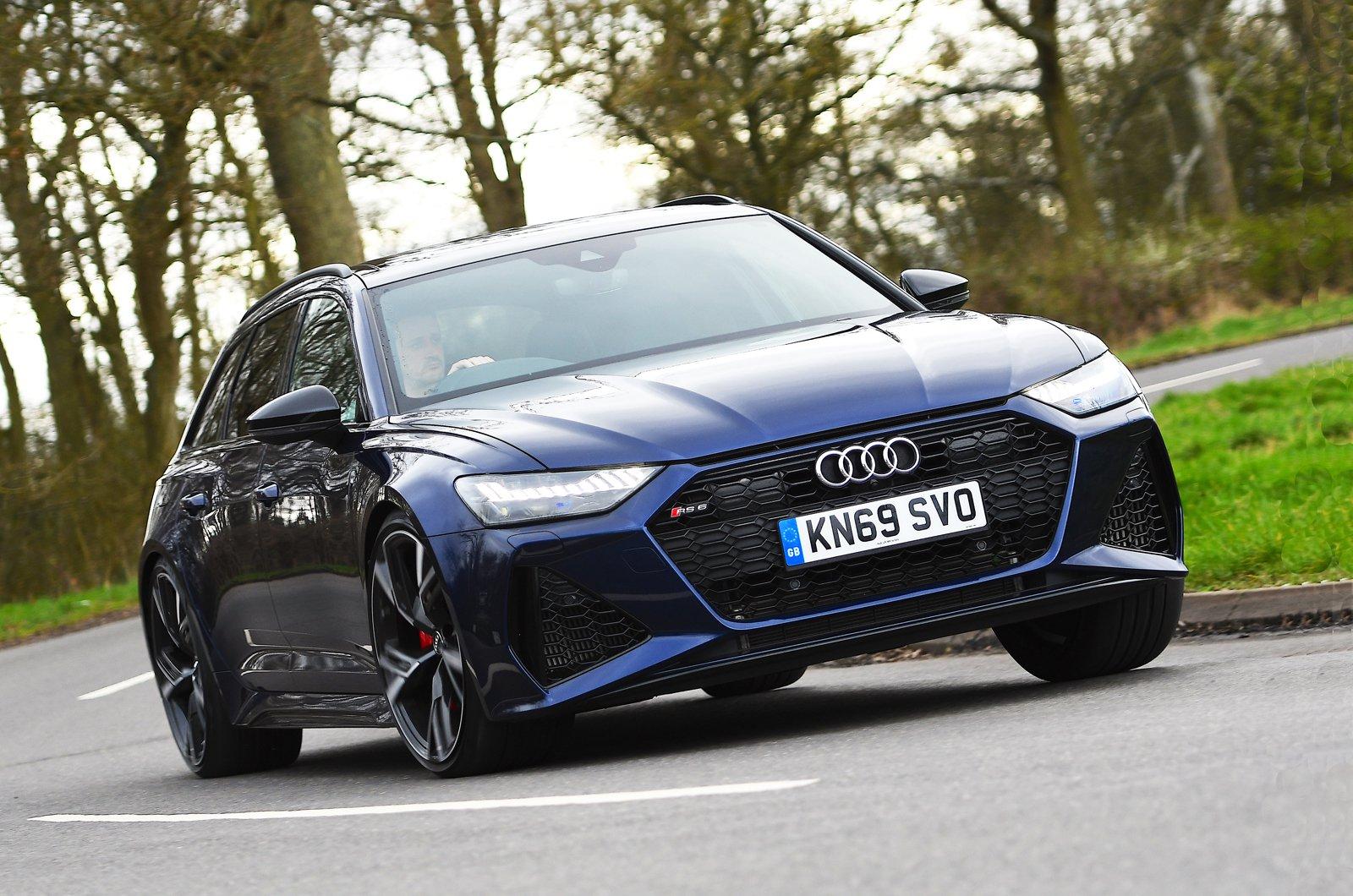 Audi RS6 Avant front cornering