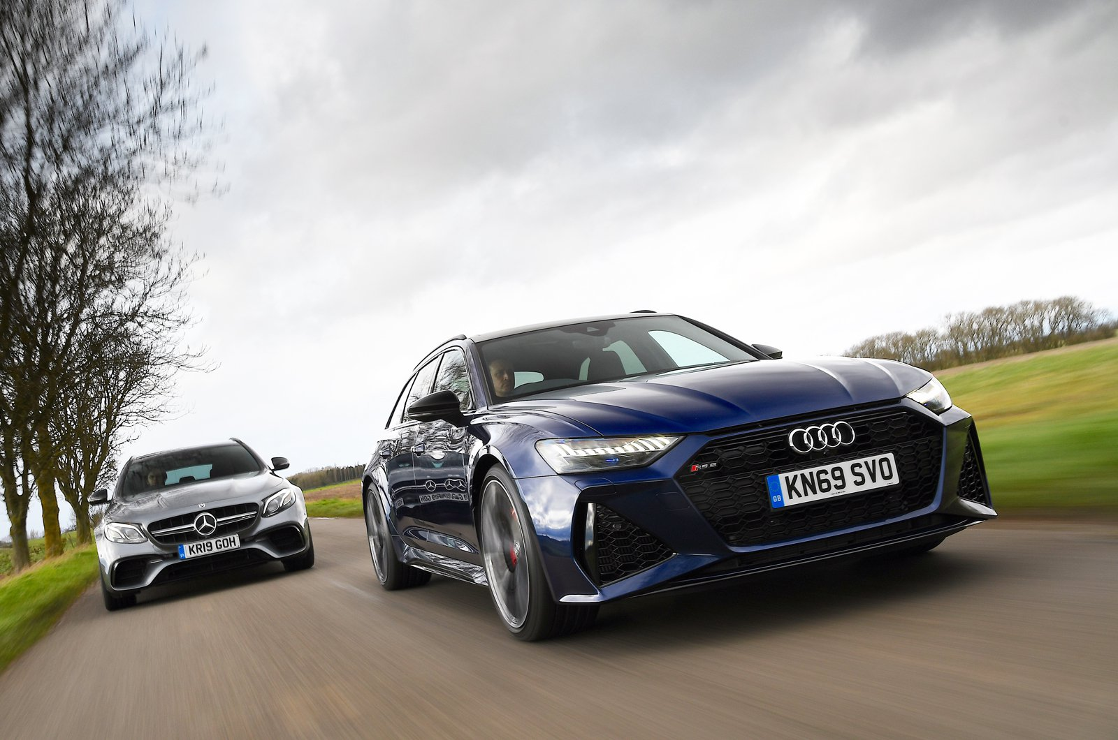 Audi RS6 Avant vs Mercedes-AMG E63 S Estate closer