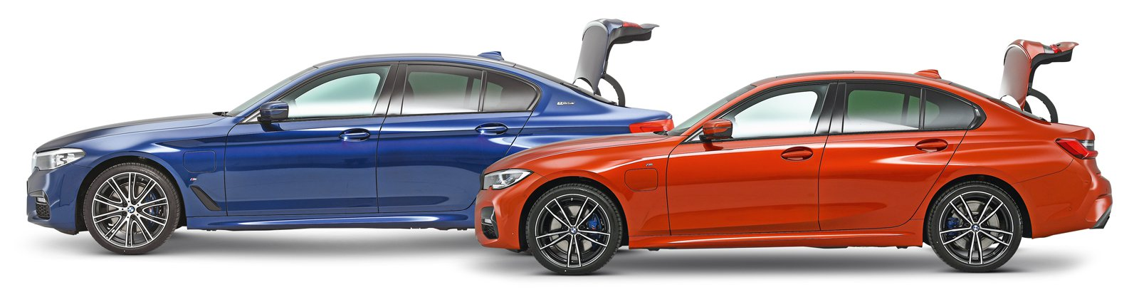 BMW 330e vs BMW 530e side studio boots open