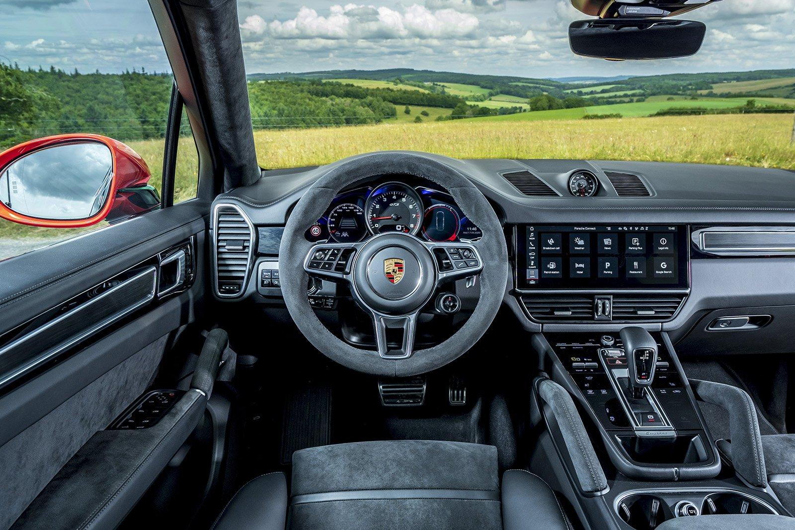 2020 Porsche Cayenne GTS dash