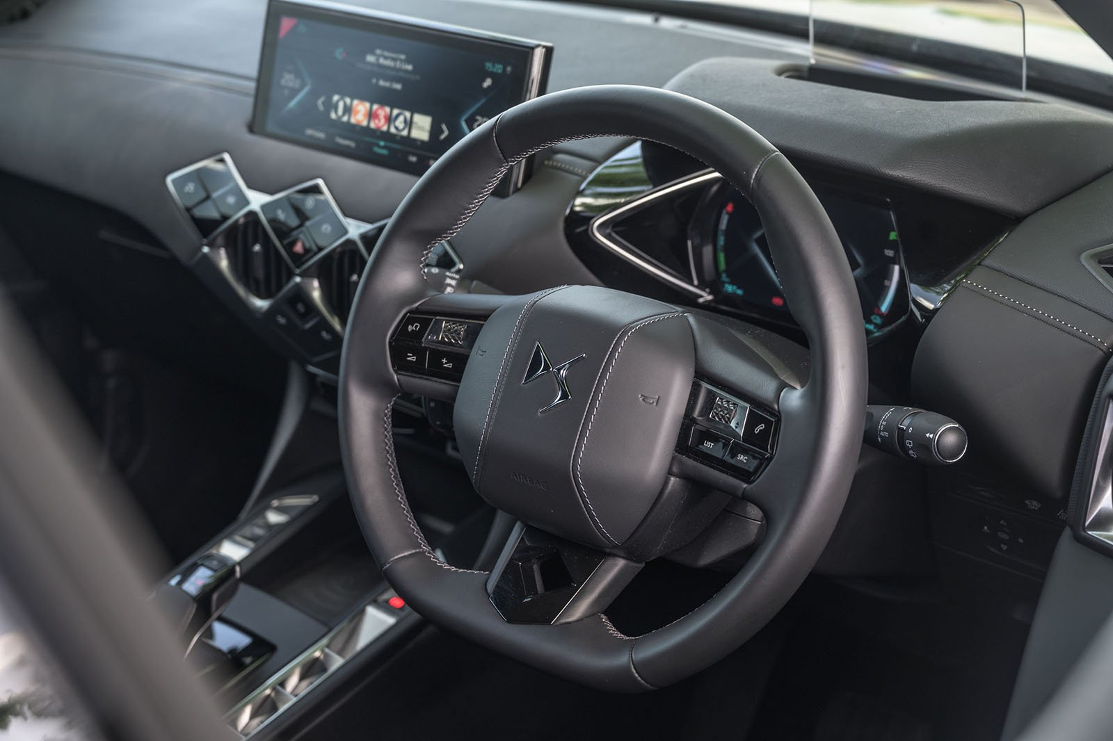 2020 DS 3 Crossback E-Tense dash