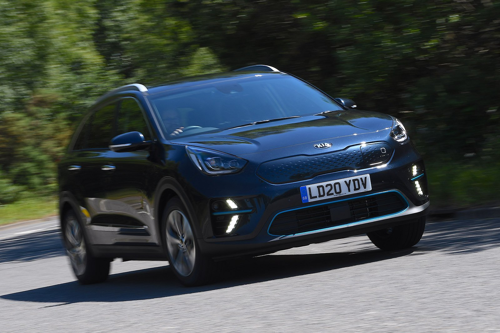 Kia e-Niro 2020 RHD front right cornering