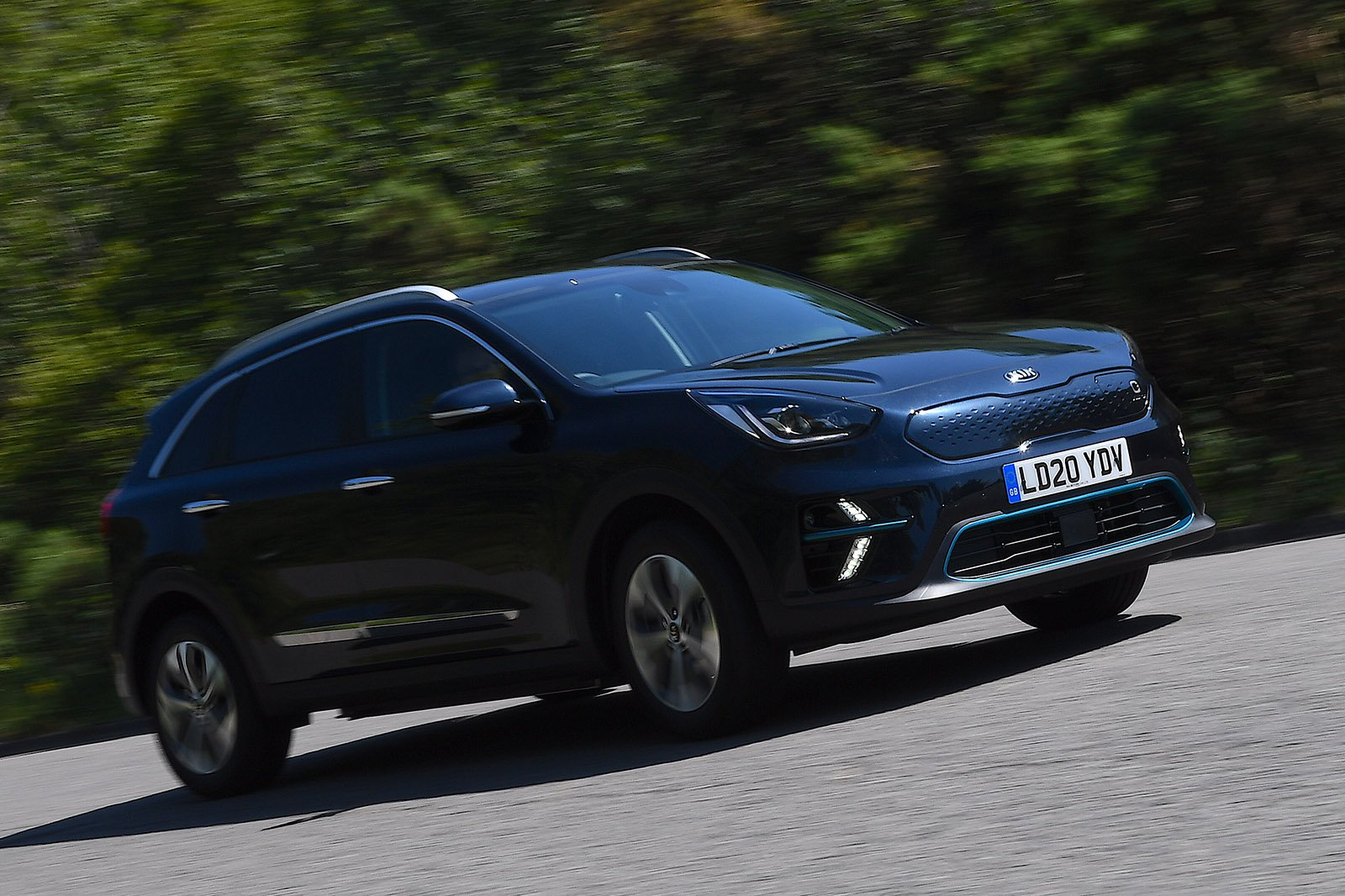 Kia e-Niro 2020 RHD right front tracking