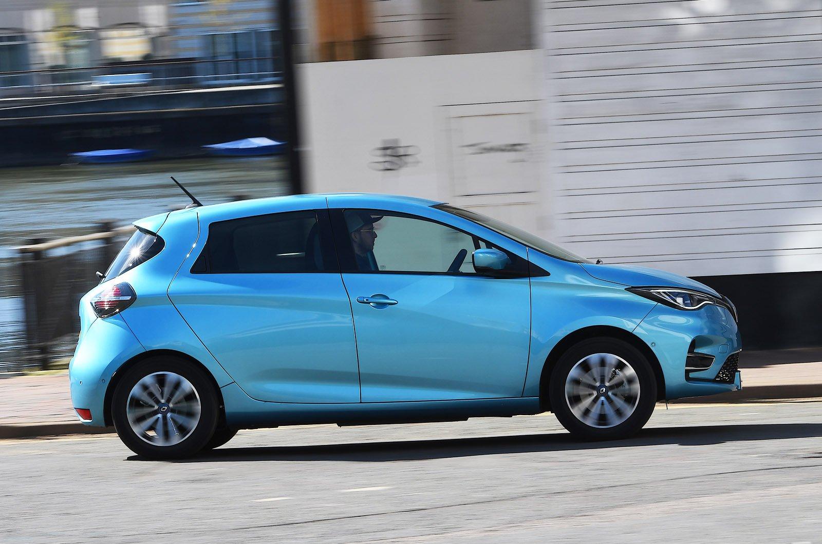 Renault Zoe side panning