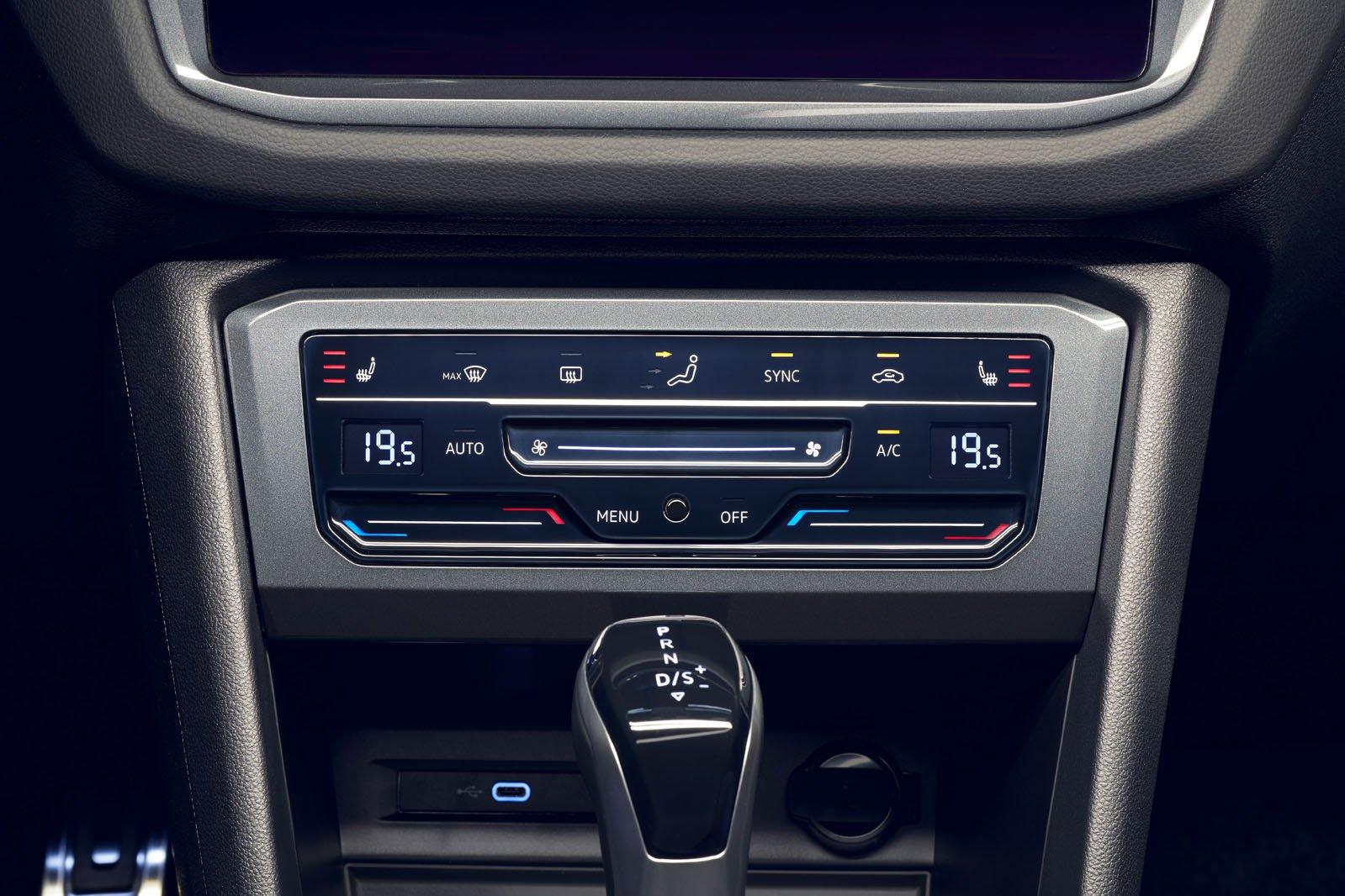 2021 Volkswagen Tiguan centre console