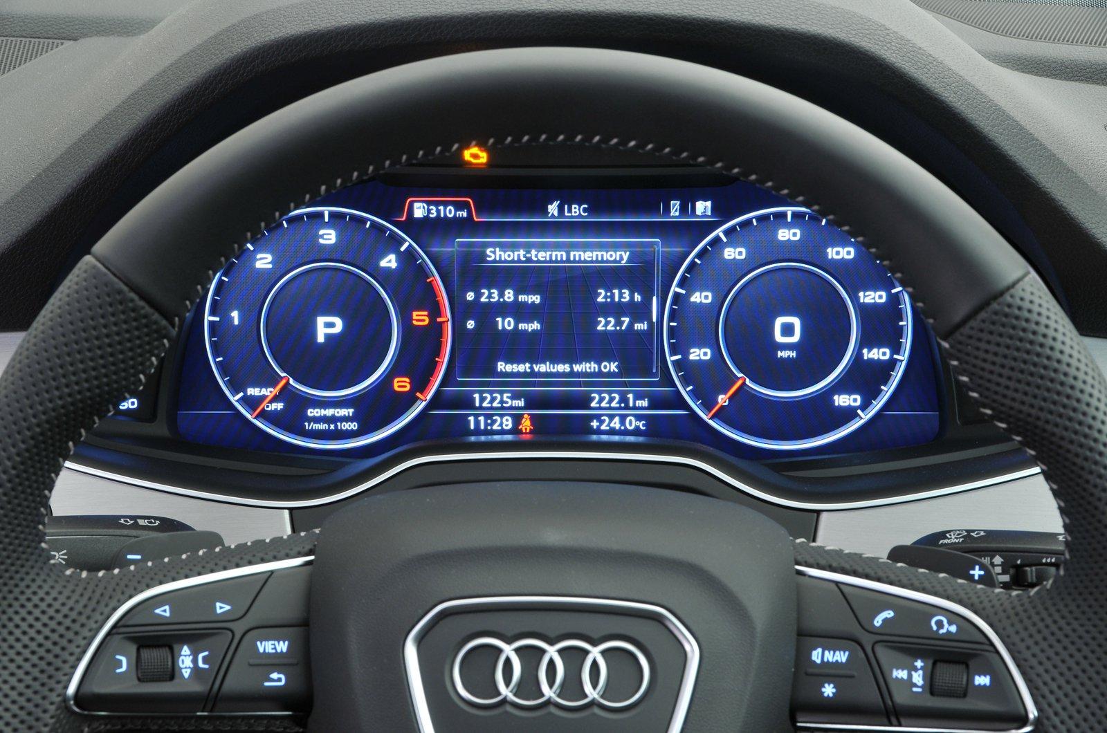 Audi Q7 instruments - 67-plate car