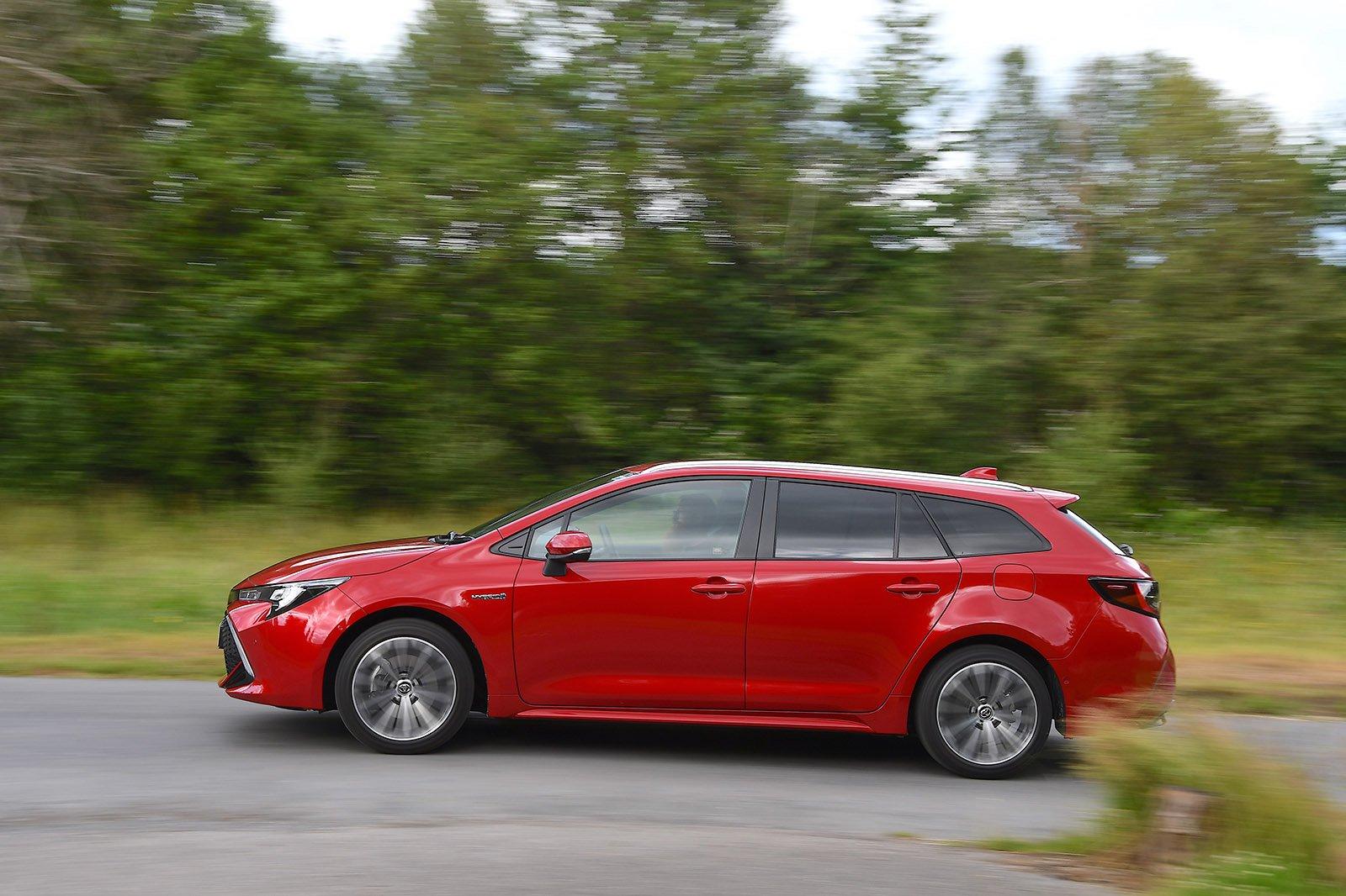 Toyota Corolla Touring Sport 2020 RHD left panning