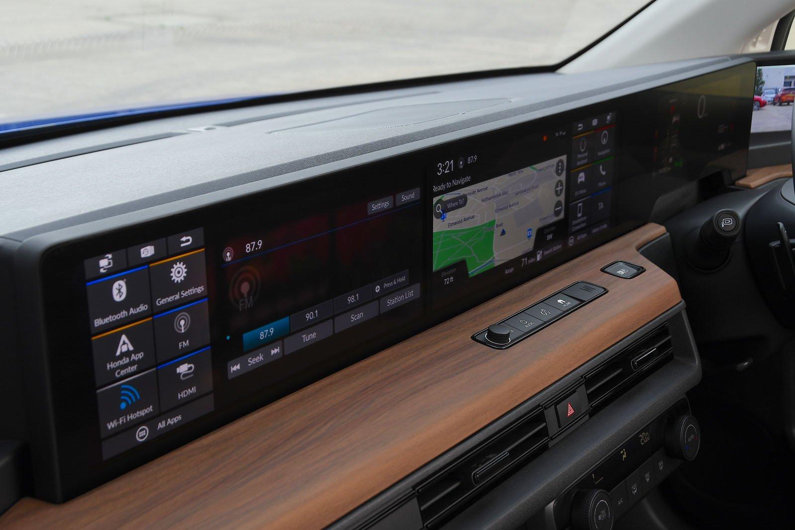 Honda E 2020 RHD infotainment