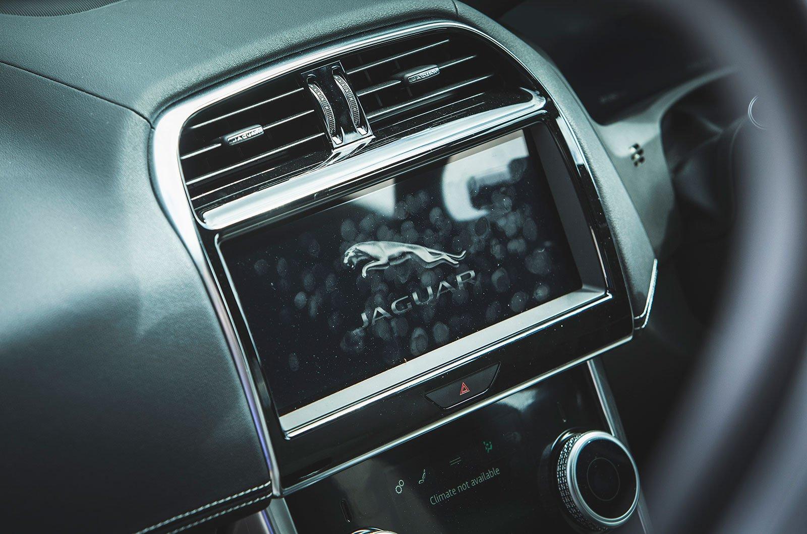 Jaguar XE screen