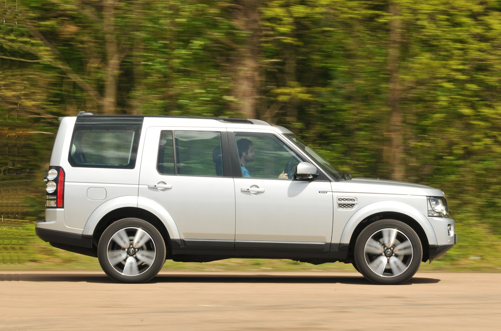 Land Rover Discovery 4 side action