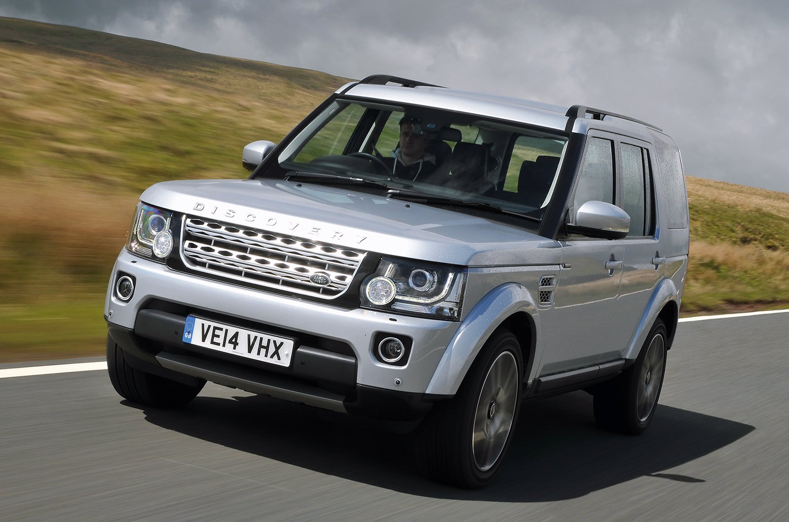 Used Land Rover Discovery front corner