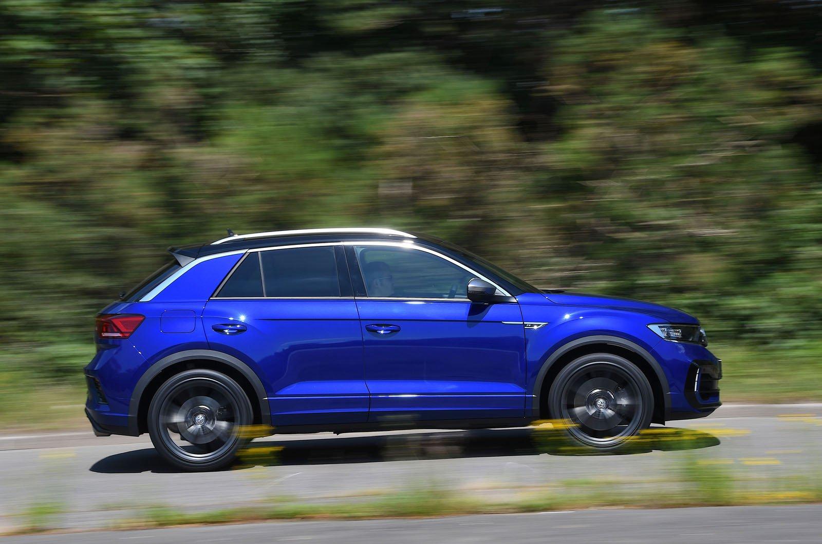 LT Volkswagen T-Roc R side action