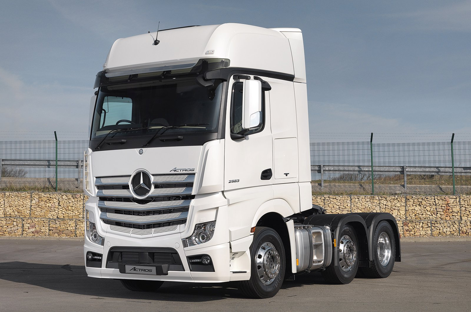 Mercedes Actros tractor