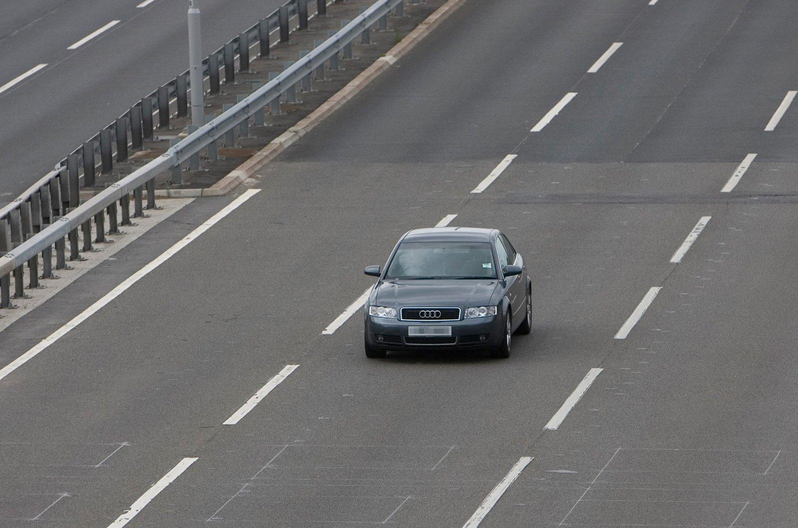 Middle-lane hogger