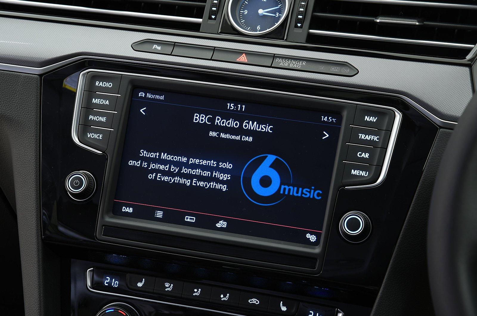 VW Passat 15-present infotainment